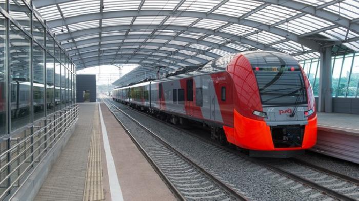 Toeristische records voor Sotsji en Sint Peterburg en een nieuw treinspoor in Moskou
