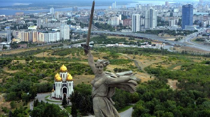 Voetbalfans bezoeken stranden en oorlogmonumenten in Volgograd