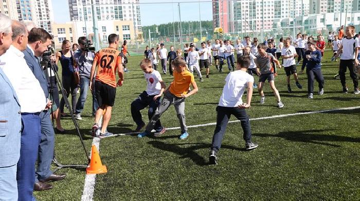 Voetballes werd gegeven door profvoetballers ter promotie van het WK 2018